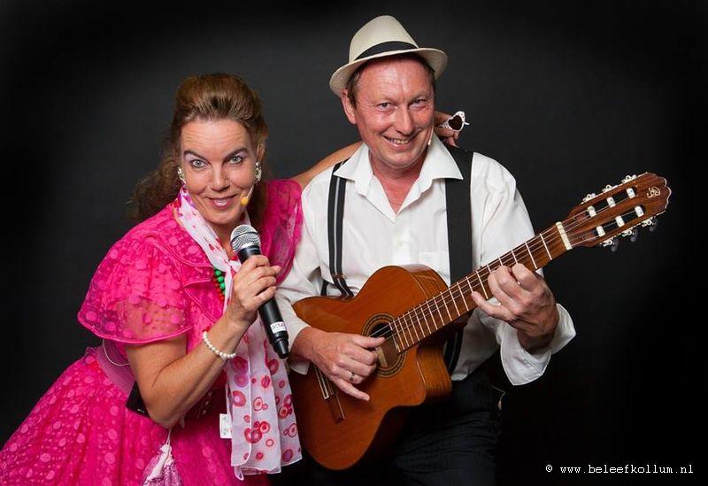 Duo Mick&Sugar op de Voorstraat tijdens Pompster Ryd Rintocht